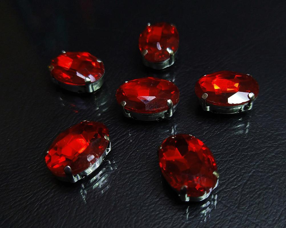 ОЦ005НН1014 Хрустальные стразы в цапах овальной формы, красный 10х14 мм, 5 шт. оптом